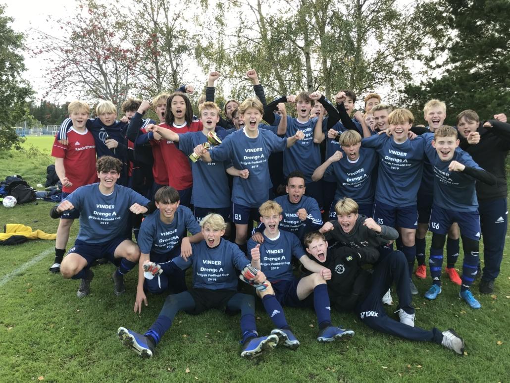 Drengene fra Rønde Efterskole vinder Østjysk Mesterskab